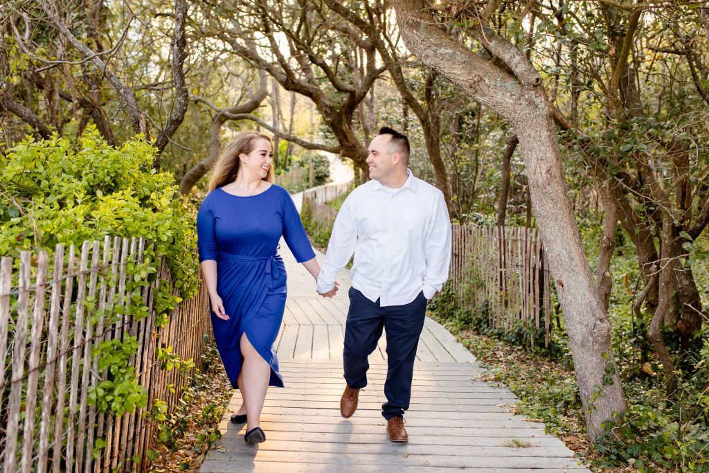 couple holding hands, engagement session